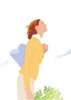 深緑の空に胸を張るビジネス女性