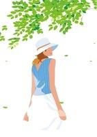 涼しい木陰にたたずむ女性