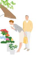 花屋の前で花を眺めるシニアカップル