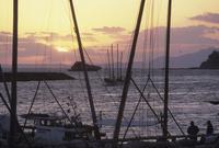 夕方港に戻る打瀬船