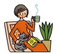 イスでくつろぐ女性と猫