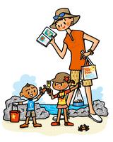 磯で生きもの採集をする子供たちと図鑑を見るお母さん
