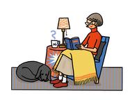 イスに座って読書をする女性 02551000111| 写真素材・ストックフォト・画像・イラスト素材|アマナイメージズ