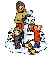 雪だるまを作る子供たちとお母さん 02551000130| 写真素材・ストックフォト・画像・イラスト素材|アマナイメージズ