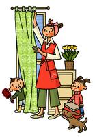 窓際でカーテンに手をかけるお母さんと掃除を手伝う子供たち 02551000140| 写真素材・ストックフォト・画像・イラスト素材|アマナイメージズ