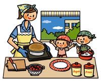 焼いたケーキにデコレーションの準備を始める親子 02551000149| 写真素材・ストックフォト・画像・イラスト素材|アマナイメージズ