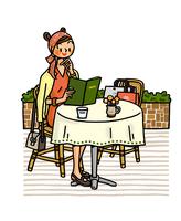 カフェでメニューを眺める女性 02551000152| 写真素材・ストックフォト・画像・イラスト素材|アマナイメージズ