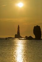 ローソク岩と朝日