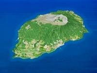 大島・三原山を北西部より望む