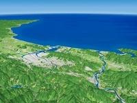四国山地上空から高知港へ向けて高知平野を望む
