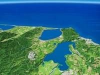 能取湖と網走湖をオホーツク海へ向けて望む