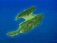 佐渡島を南方上空より望む