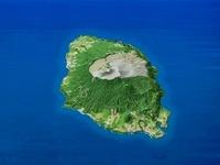 伊豆大島を南方上空より望む