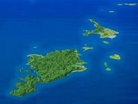 八重山列島を南西上空より望む 02614000361| 写真素材・ストックフォト・画像・イラスト素材|アマナイメージズ