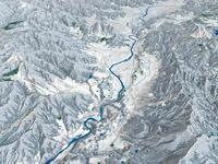 野沢温泉周辺スキーエリアと千曲川 02614000659| 写真素材・ストックフォト・画像・イラスト素材|アマナイメージズ