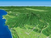 庄内平野より鳥海山と日本海に延びる裾野を望む