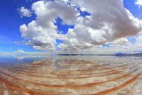 ウユニ塩湖と雲