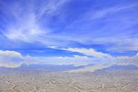 ウユニ塩湖と青空