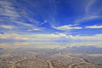 ウユニ塩湖の亀甲模様と空