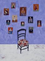 紫色の壁にかけられた家族の肖像画と椅子 02640000008| 写真素材・ストックフォト・画像・イラスト素材|アマナイメージズ