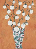 花柄の花瓶に活けられた卵型の白いナス 02640000025| 写真素材・ストックフォト・画像・イラスト素材|アマナイメージズ