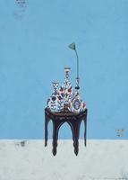 青い壁の前に置かれたチェストとトルコ風の花瓶 02640000032| 写真素材・ストックフォト・画像・イラスト素材|アマナイメージズ