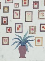 たくさんの花の絵がかけられた壁と、アロエの鉢植え 02640000046| 写真素材・ストックフォト・画像・イラスト素材|アマナイメージズ