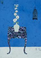 花瓶に活けられたタチアオイのある青い空間 02640000057| 写真素材・ストックフォト・画像・イラスト素材|アマナイメージズ