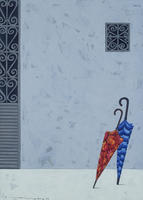 地面に立つ赤い傘と青い傘