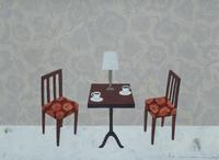 二つのコーヒーカップが並ぶテーブル