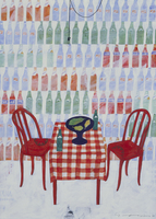 たくさんのボトルが並べられた壁と、赤いテーブルとイス 02640000076| 写真素材・ストックフォト・画像・イラスト素材|アマナイメージズ