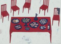 食べ物が置かれた赤いテーブルと、赤い椅子