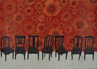 赤い花柄の壁と、たくさんの木製椅子 02640000084| 写真素材・ストックフォト・画像・イラスト素材|アマナイメージズ