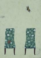 クローバー柄の椅子と2匹の蝶