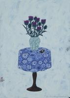 青いテーブルクロスとアザミと写真 02640000091| 写真素材・ストックフォト・画像・イラスト素材|アマナイメージズ