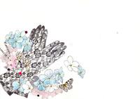 レースの手袋と青い花