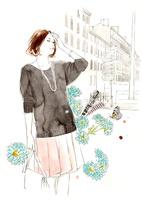 青い花と女性と街