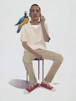 鳥と座る男性 02655000260| 写真素材・ストックフォト・画像・イラスト素材|アマナイメージズ