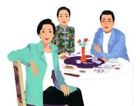 中華料理を食べる男性と女性2人