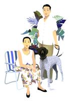 イスに座る女性と犬を連れた男性