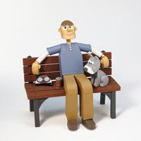 ベンチに座る青年と犬