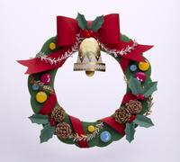 赤いリボンのベル付きクリスマスリース クラフト