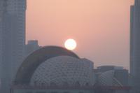 夕暮れのチンタオ 太陽 02667000103| 写真素材・ストックフォト・画像・イラスト素材|アマナイメージズ