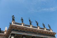 グアナファト フアレス劇場と青空 02667000306| 写真素材・ストックフォト・画像・イラスト素材|アマナイメージズ