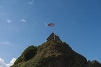 青空とイギリス国旗 02667001017| 写真素材・ストックフォト・画像・イラスト素材|アマナイメージズ