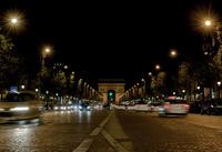 夜のシャンゼリゼ 凱旋門 02667001349| 写真素材・ストックフォト・画像・イラスト素材|アマナイメージズ