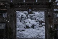 雪の宝泉院  02667001775| 写真素材・ストックフォト・画像・イラスト素材|アマナイメージズ
