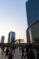 JR大阪駅前 グランフロントへの通路