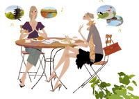 カフェで旅行先について話し合っている女性たち 02674000076| 写真素材・ストックフォト・画像・イラスト素材|アマナイメージズ