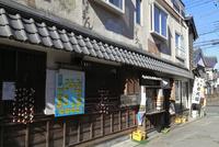 川越 菓子屋横丁の路地 02677000559  写真素材・ストックフォト・画像・イラスト素材 アマナイメージズ